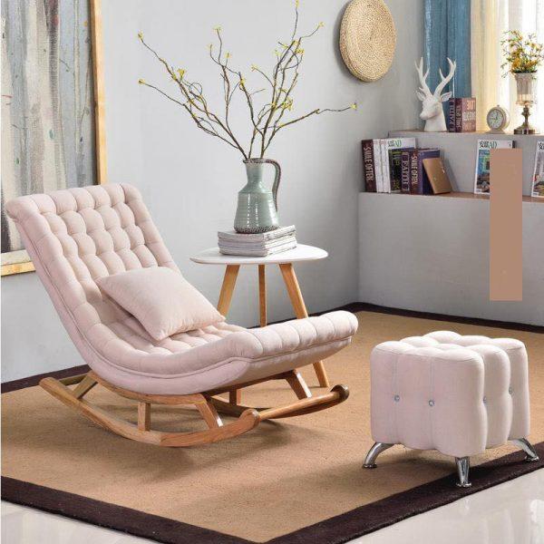 Ghế bập bênh bọc vải màu hồng nhạt